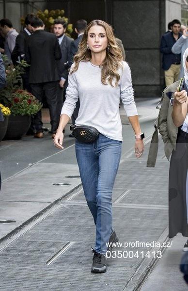 Королева Рания на прогулке в Нью-Йорке