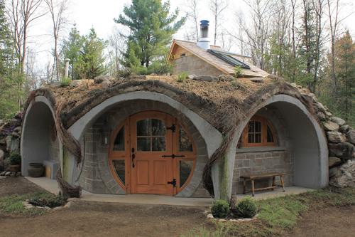 rumah kayu unik model hobbits