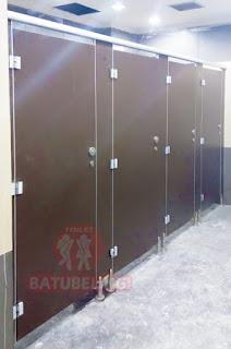 Cubicle Toilet Motif Kayu di Rembang, Jawa Tengah