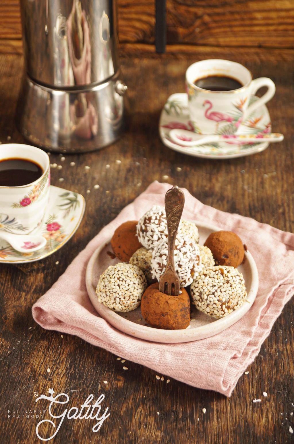czekoladowe-kulki-na-taleru
