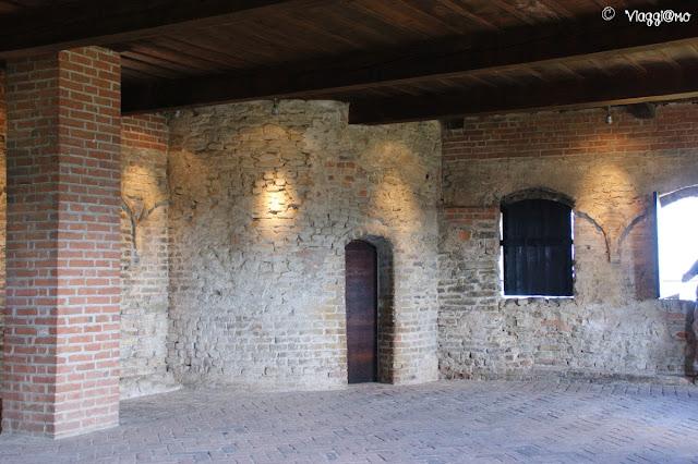 Il cammino di Ronda del castello di Serralunga ora coperto dal tetto
