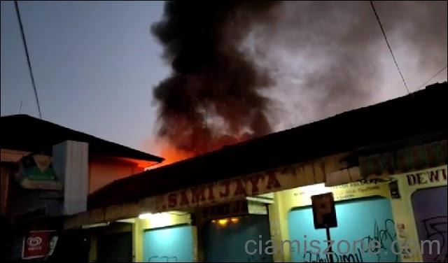 Pasar Ciamis Terbakar, Dalam Satu Jam 13 Kios Hangus