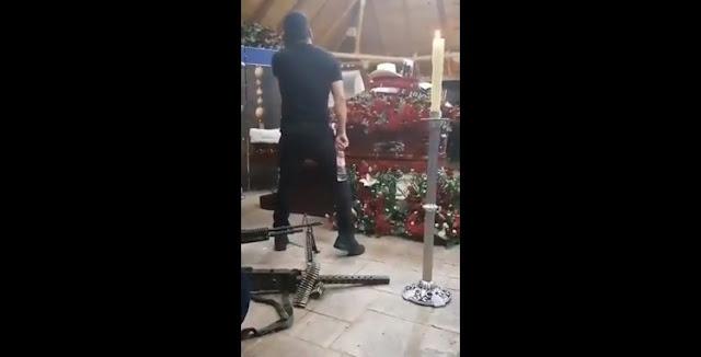 """VIDEO.-  Con rifles Calibre .50 aun lado del ataúd así fue el funeral de """"El H"""" jefe de Sicarios de Los Salazar ejecutado en barbería"""