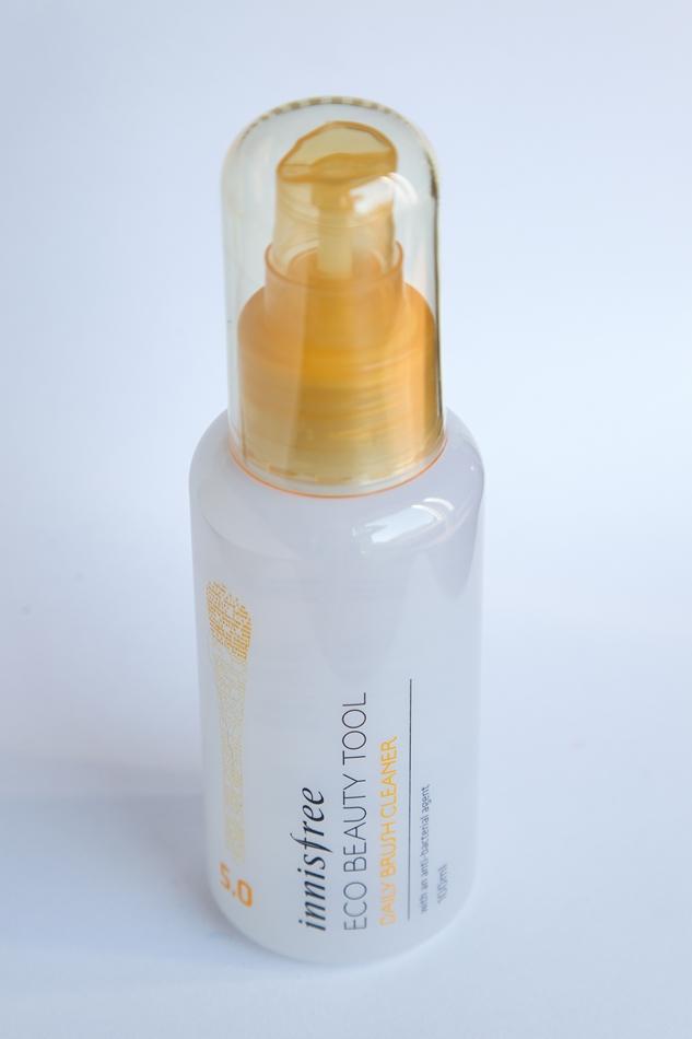 ca8154e0535 ... rasvasemate toodete pealekandmiseks kasutatud pintslid nagu näiteks  huulepintsel, vajavad kahte puhastuskorda. Sprei on värvitu ja õrna lõhnaga.