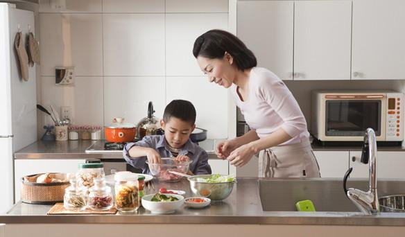Dù giàu có đến đâu, cha mẹ cũng phải tập cho trẻ khả năng chịu khổ