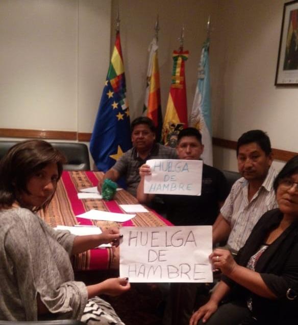 Funcionarios masistas se declararon en huelga dentro de la embajada boliviana en Argentina / RRSS