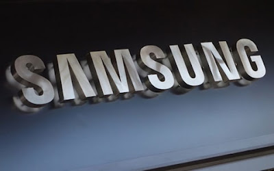 سامسونغ تخطط لإطﻻق هاتف صدفي قابل للطي