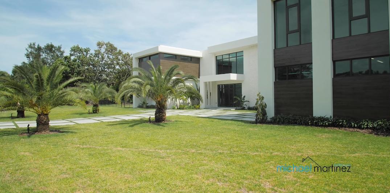 46 Photos vs. Tour 5900 SW 113th St, Pinecrest, FL Luxury Home