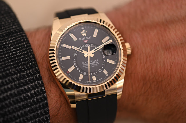 Review of Rolex Sky-Dweller Oysterflex Bracelet Yellow Gold Black Dial Watch Replica