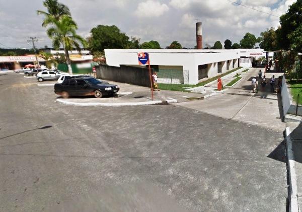 Imagem ilustrativa do Hospital Municipal de Dias D'Ávila, onde a vítima chegou a ser encaminhada (Foto: Google Street View).