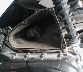 KERUGIAN MEMBUKA SARINGAN UDARA/AIR CLEANER SEPEDA MOTOR