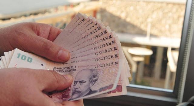 Dinheiro vivo e pesos argentinos em espécie em Bariloche