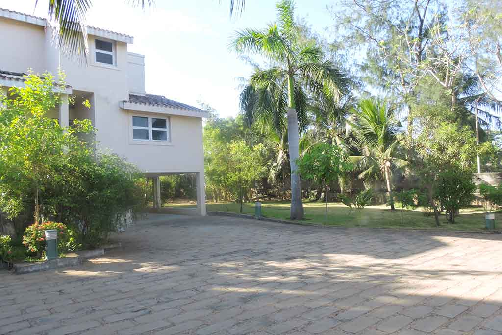 farm house in ecr for birthday party