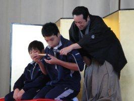 生徒が楽しく参加してくれた落語体験コーナーの風景です。