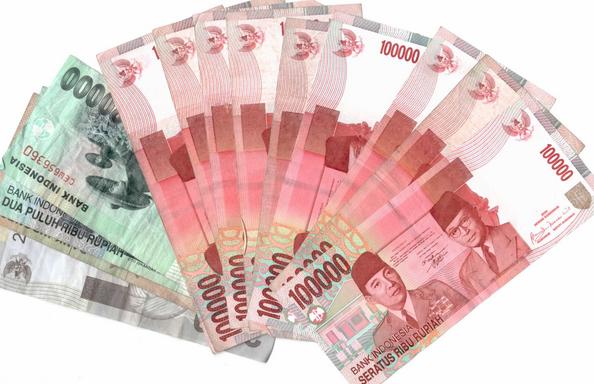 rupiah melemah dari dollar