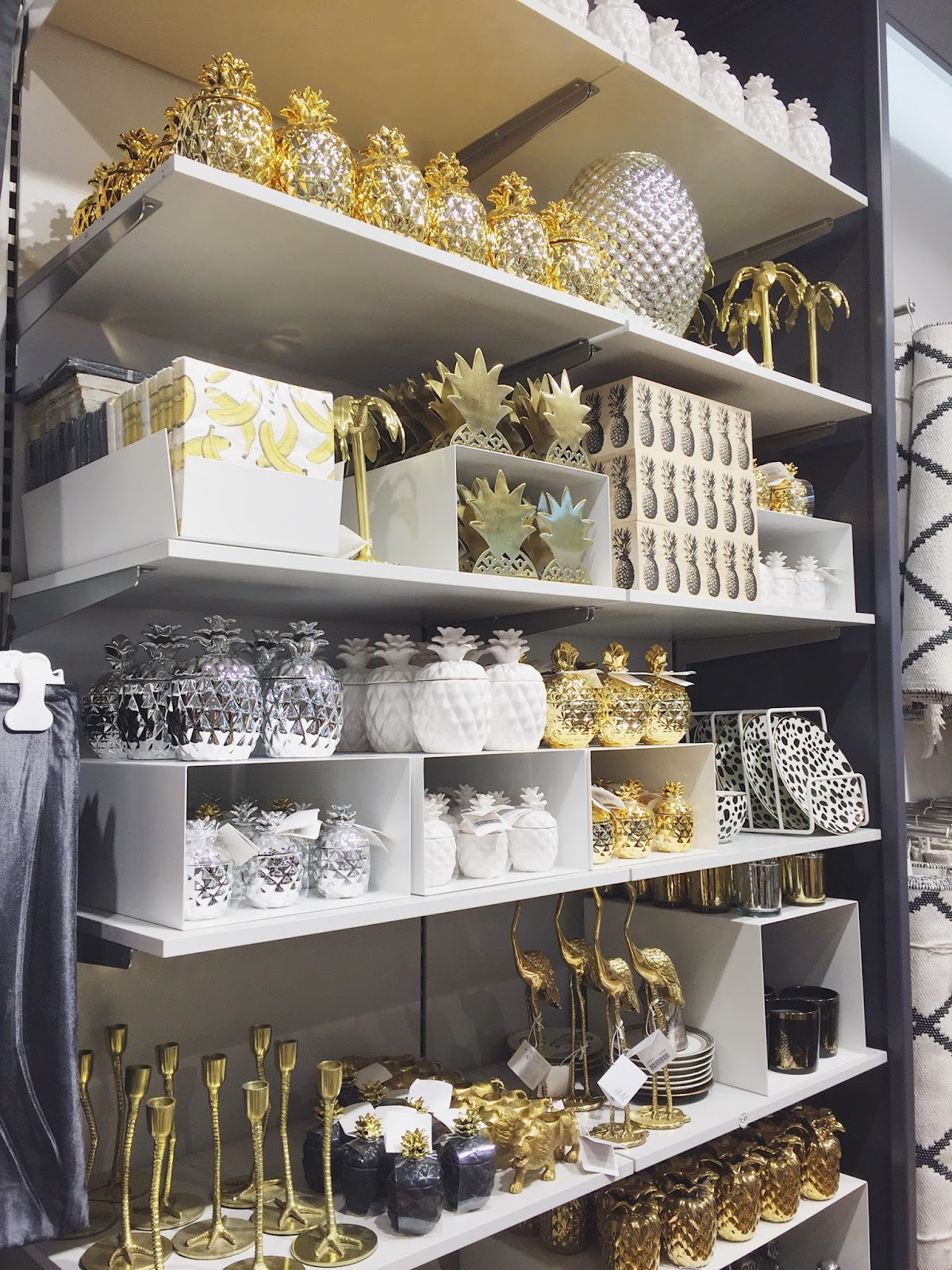 Pinapple Decor, Pineapples, Pineapple Interiors, Pineapple Accessories, H&M Home, H&M, Wolverhampton, Shop Display, Blogs, katiewrites, Katie Brown, Katie Writes, Katie,