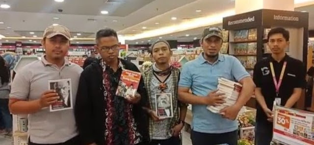 Brigade Muslim Datangi Gramedia Makassar, Sweeping Buku Marxis dan Lenin