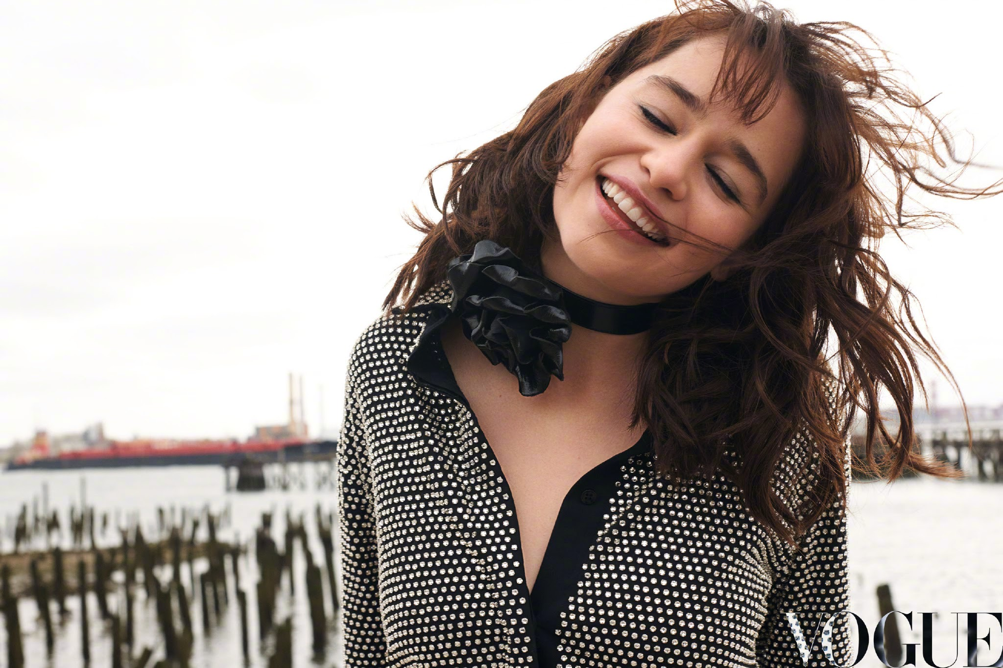 "Emilia Clarke: Fashion gravure of Chinese version Vogue where Emilia Clarke of ""Star Wars"" new heroine appeared"