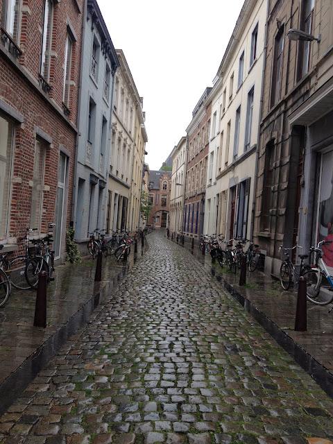 calle lluviosa