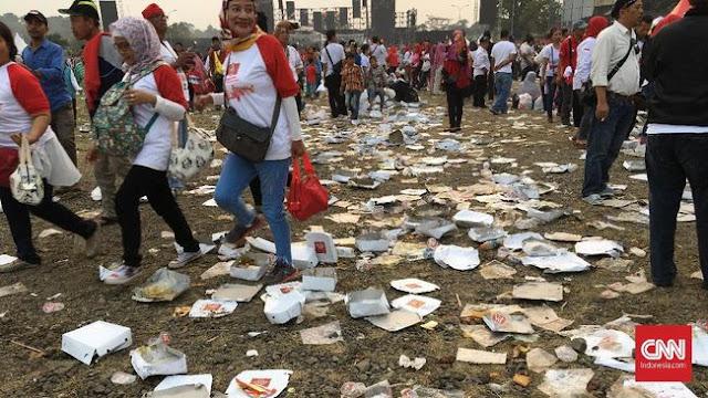 Sampah Nasi Kotak Berserakan di Syukuran Nasional Jokowi