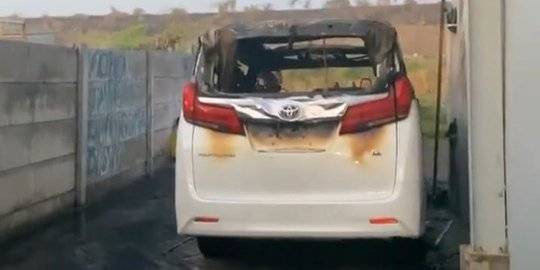 Via Vallen Histeris Melihat Mobil Alphardnya Hangus Dibakar Orang