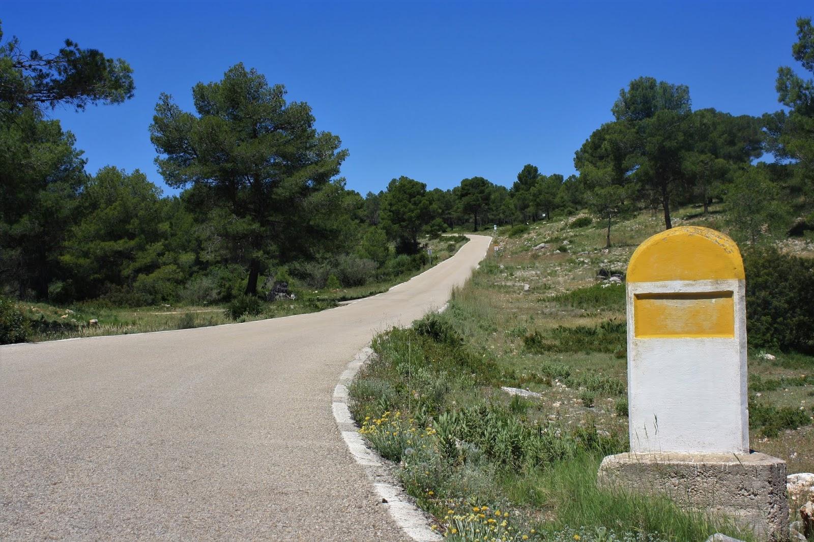 Old kilometre marker on CV-584 climb to Casas de Benalí, Valencia