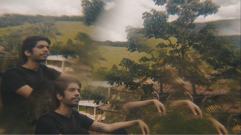 Após o lançamento de Dizperto, o compositor mineiro Fernando Mascarenhas segue divulgando o seu álbum de estreia. A canção Cigana, que nasceu na Bahia, foi a escolhida para ser o primeiro clipe do álbum, lançado no dia 30 de Abril. No vídeo, Fernando embarca numa viagem de autodescoberta.