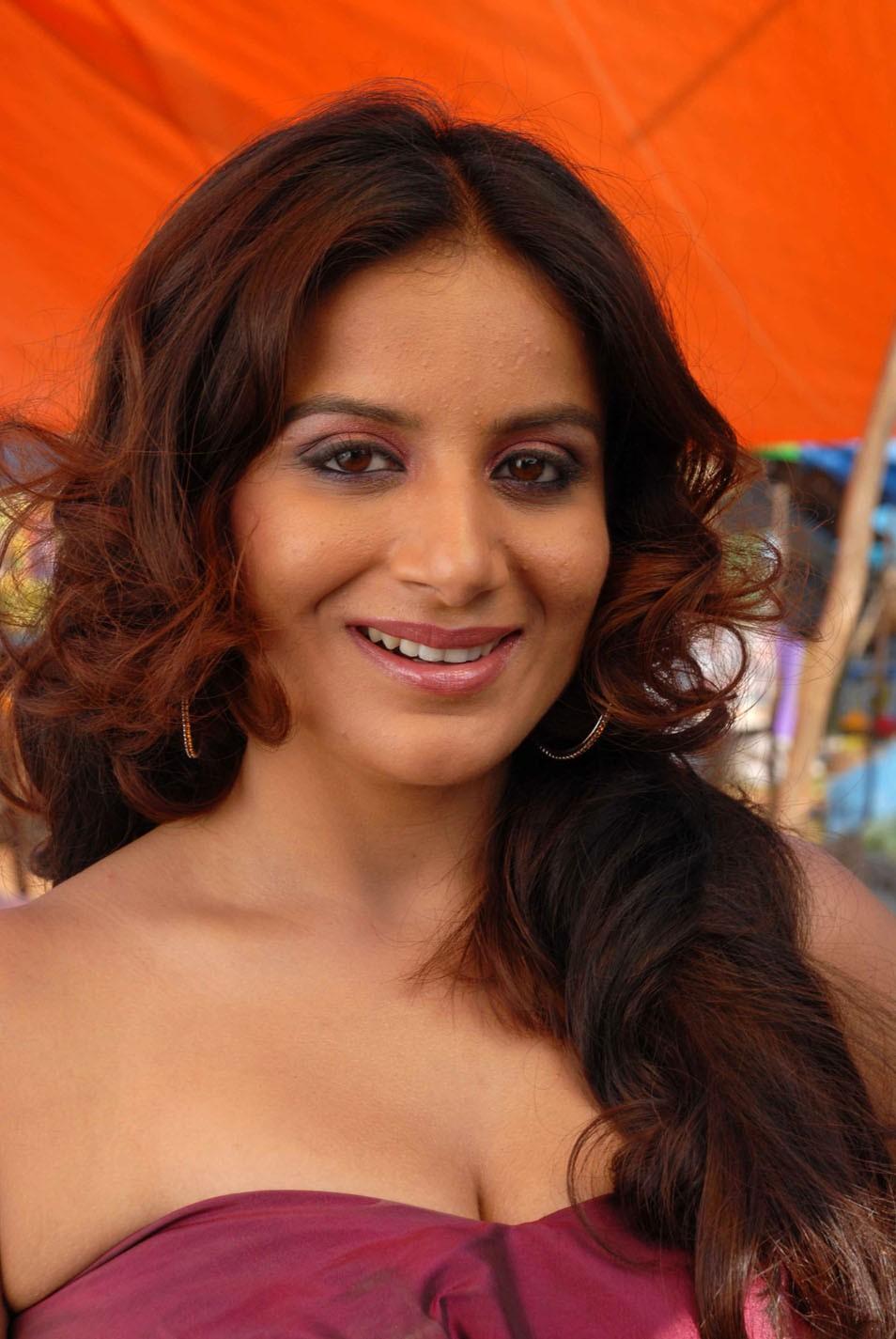 Tamil Mulai photos Kambu Kasaku Peperonity - Celebrity ...