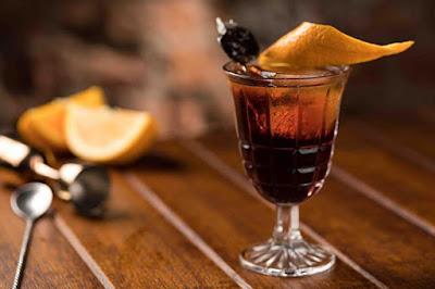 Garoa Bar Lounge lança carta de drinks a oito mãos
