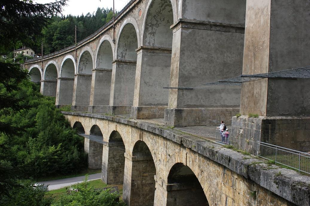 Viadukt Kalte Rinne, část rakouské horské železniční trati Semmering