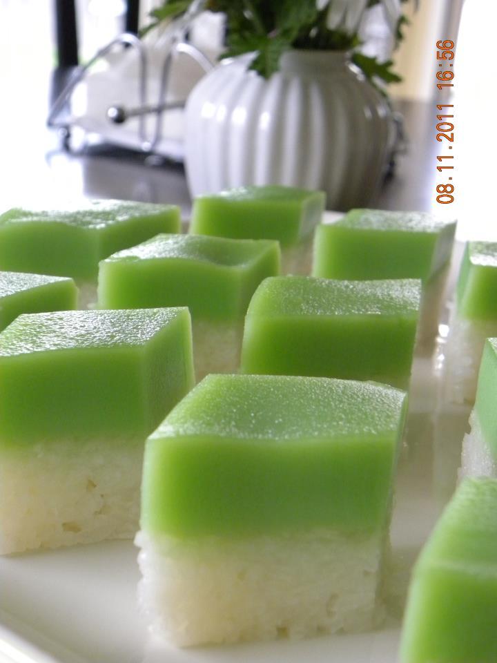 Gourmet World Kuih Seri Muka Sweet Sticky Rice Cake