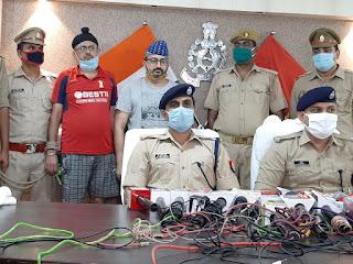 कानपुर पुलिस द्वारा IPL मैच में सट्टा खिलाने वाले गिरोह का भंडाफोड़ कर 7 अभियुक्तों को गिरफ्तार किया