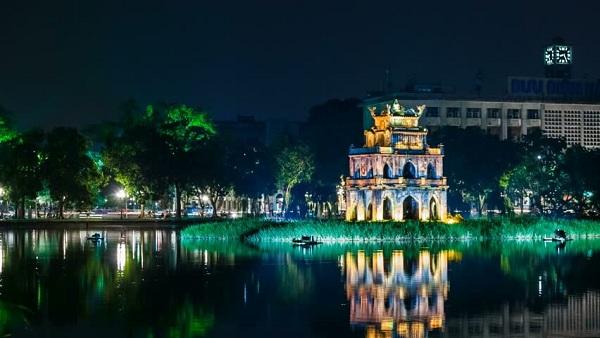 Vẻ đẹp của Hồ Hoàn Kiếm khi về đêm