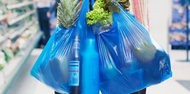 الأكياس البلاستيكية تورط شركات كبرى