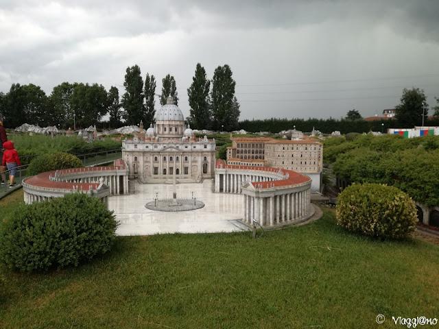 Riproduzione di Piazza San Pietro nella Minitalia