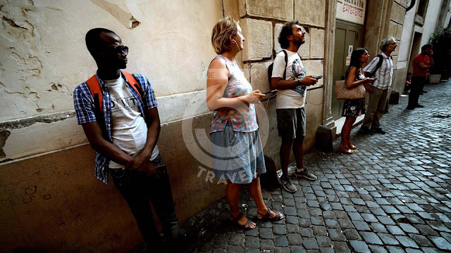 Italy: Migrants offer their eyes on Rome to tourists