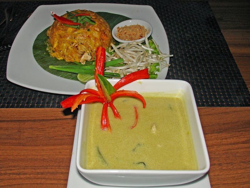 Curry au poulet et riz frit
