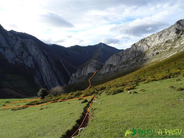 Ruta a Peña Melera y Los Pandos: Camino a la grieta