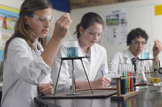 تمارين محلولة في مادة الفيزياء و الكيمياء الثالثة اعدادي، مجموعة في كتاب واحد.