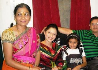 Ankita Lokhande dengan keluarganya