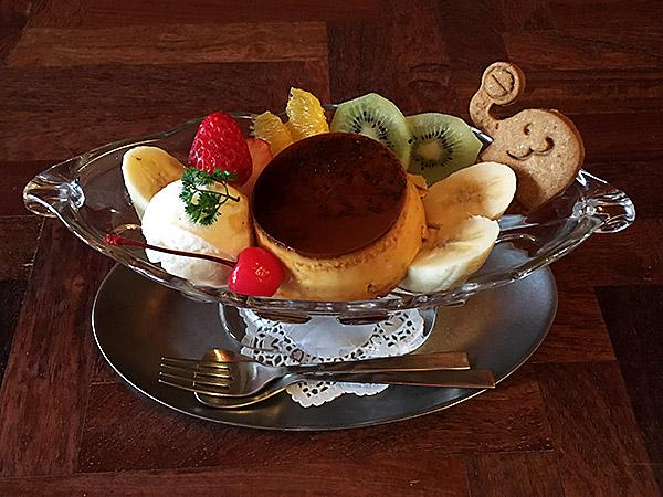 味噌屋さん発のレトロな喫茶店『喫茶ゾウメシ』のプリンアラモード