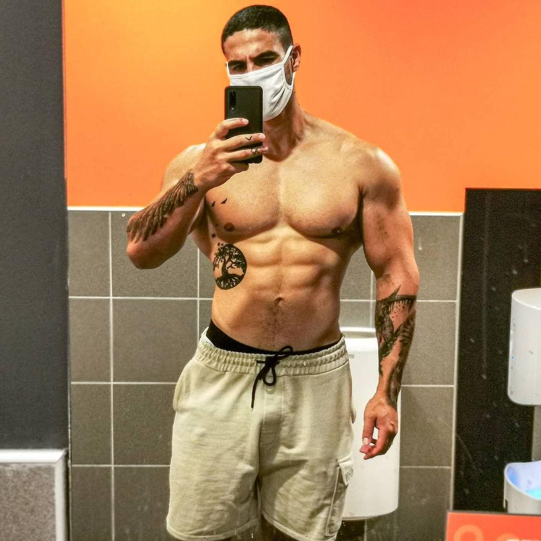 sexy-muscular-daddy-shirtless-bangin-body-loic-zine-masculine-dilf-alpha-male-face-mask-selfie