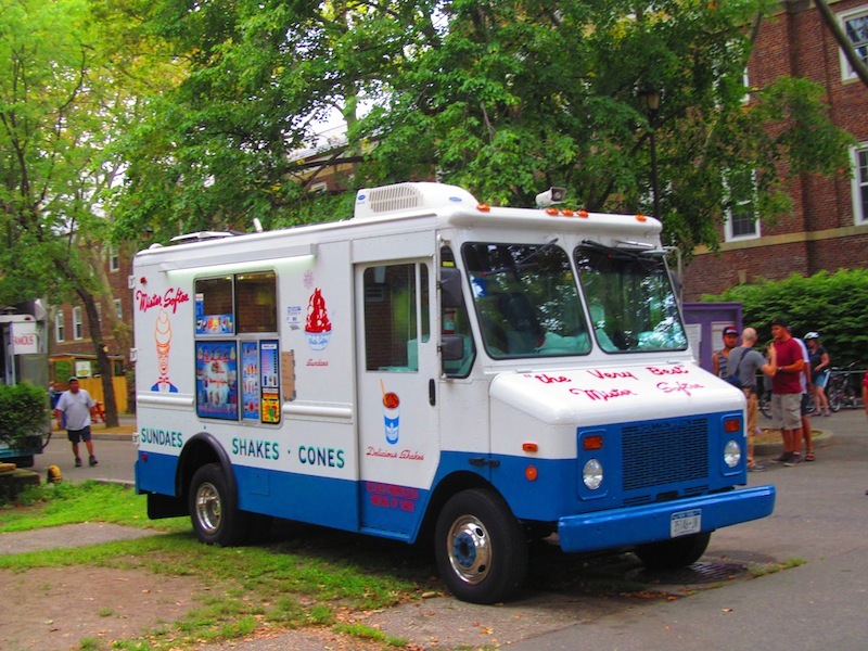 Ice Cream Truck Mr Softee Watch Me Eat: M...
