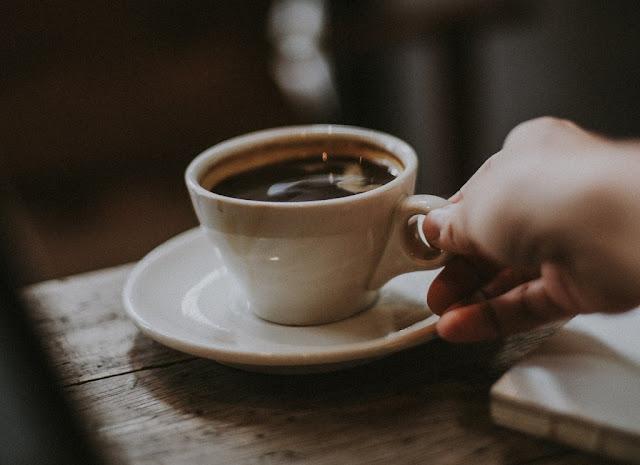 gambar kopi hitam panas