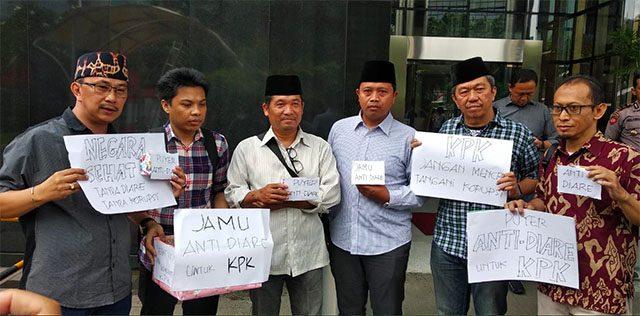 Sindir Firli Cs, Koalisi Masyarakat Sipil Bawa Jamu Antidiare ke KPK
