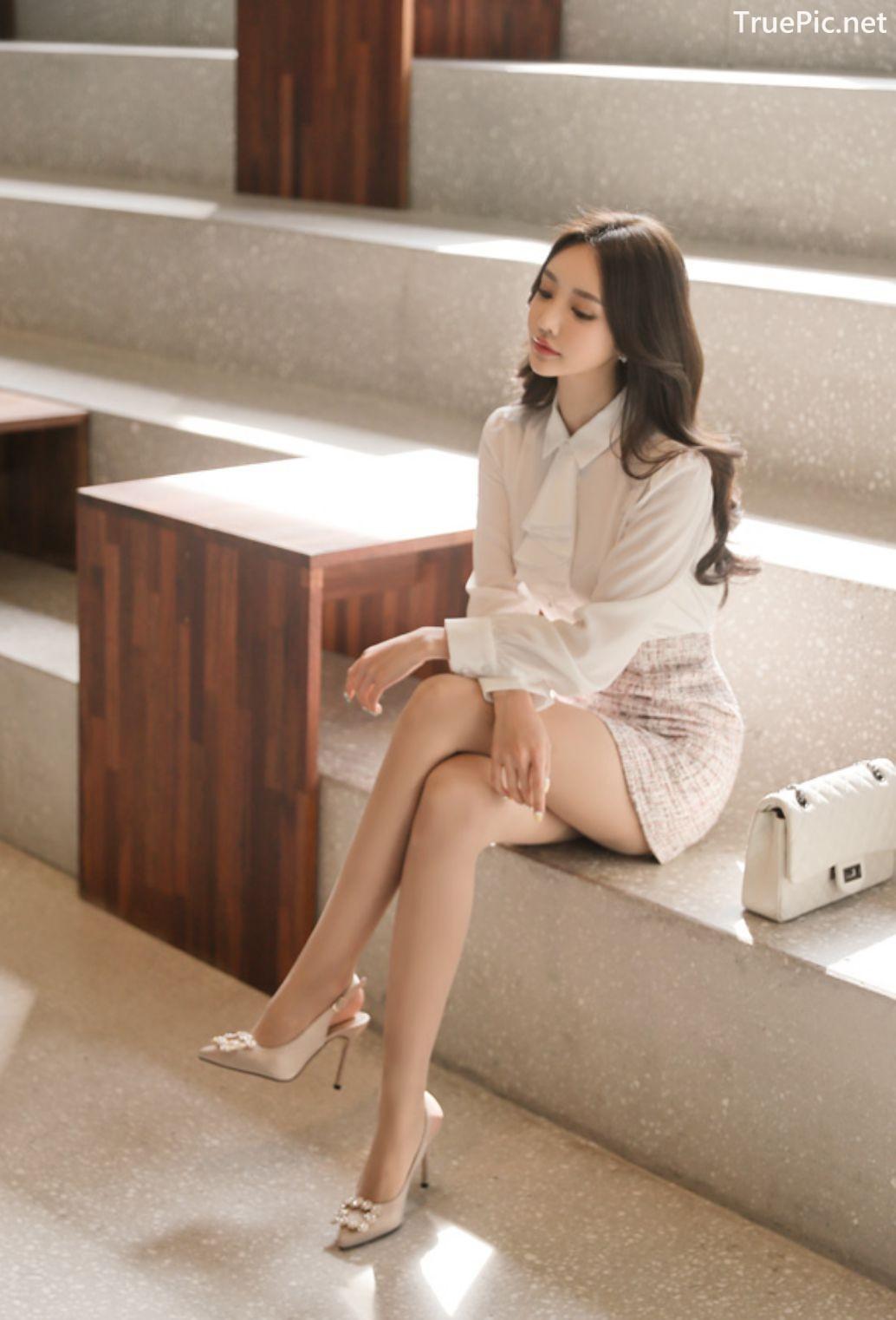 Image-Hot-Korean-Fashion-Model-Son-Yoon-Joo-She-So-Lovely-With-Miniskirt-TruePic.net- Picture-5