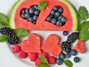 piatto con tanta frutta