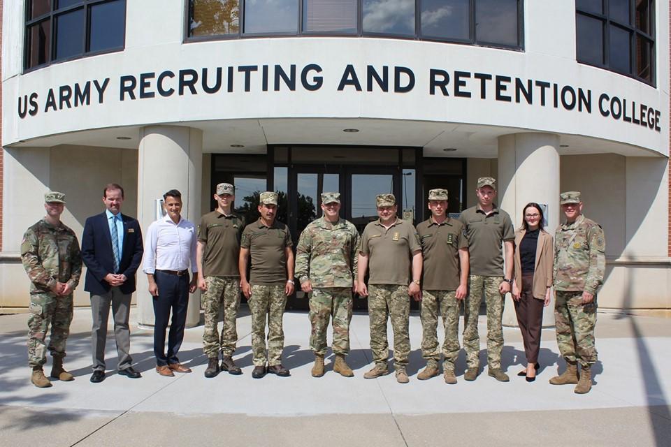 Американський досвід рекрутингу вивчала делегація ЗСУ