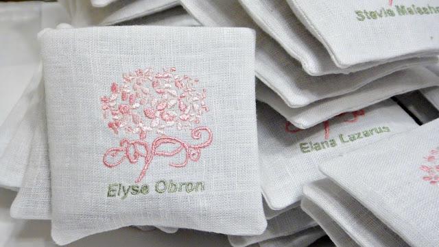 Ароматизированные саше с вышивкой - ручная работа, сувениры гостям от молодоженов