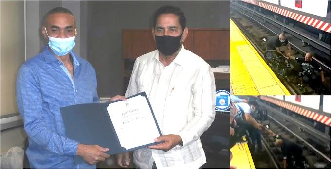 Consulado reconoce dominicano que salvó vida de hombre en sillas de ruedas a segundos de ser aplastado por tren